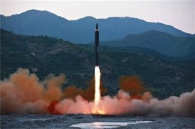 【北朝鮮核弾頭】日本の迎撃では起爆せず / 「グアムに4発」小野寺防衛相 集団的自衛権行使が可能「存立危機事態」当たりうるとの見方