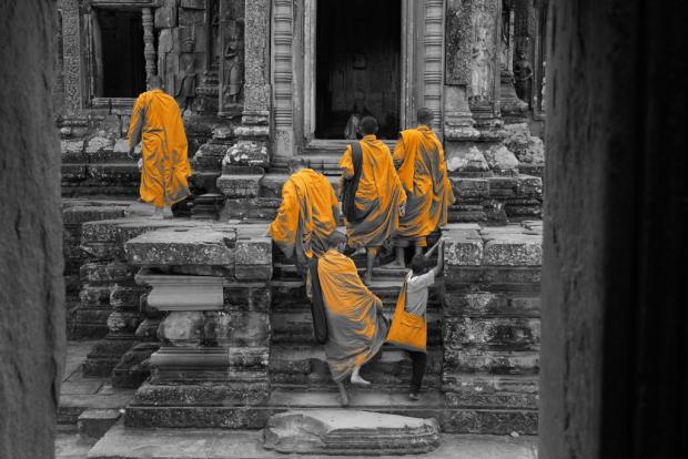 Monks at Thommanon