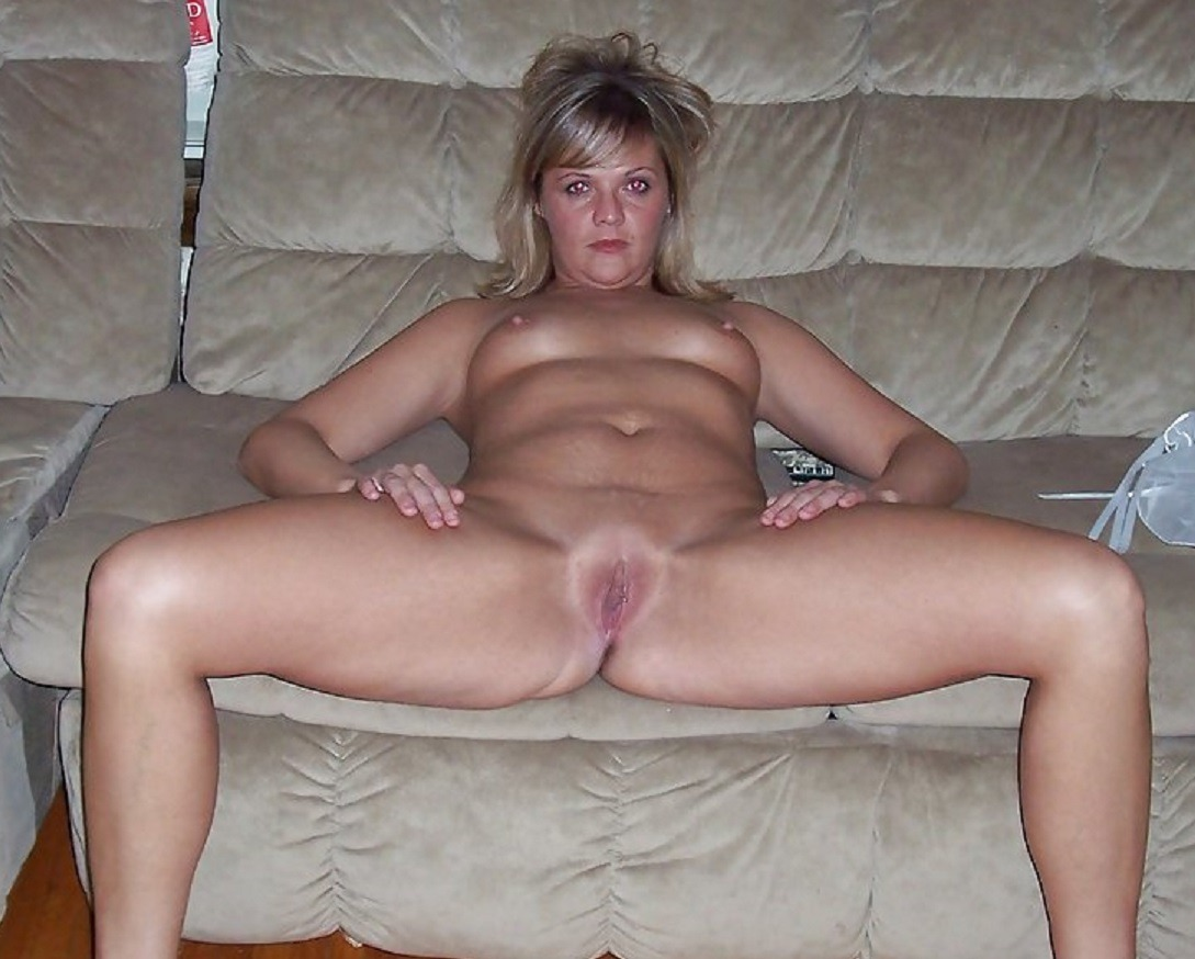 girl getting eaten out naked