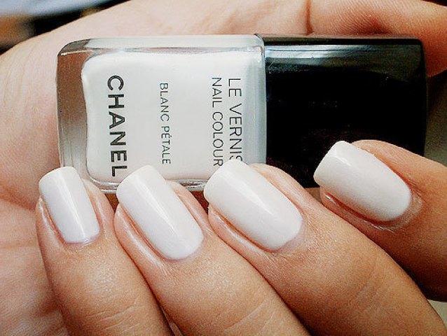 white nail, esmalte branco