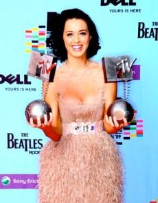 Hey Katy Kats! Can you spot Katy's boobs in this photo?