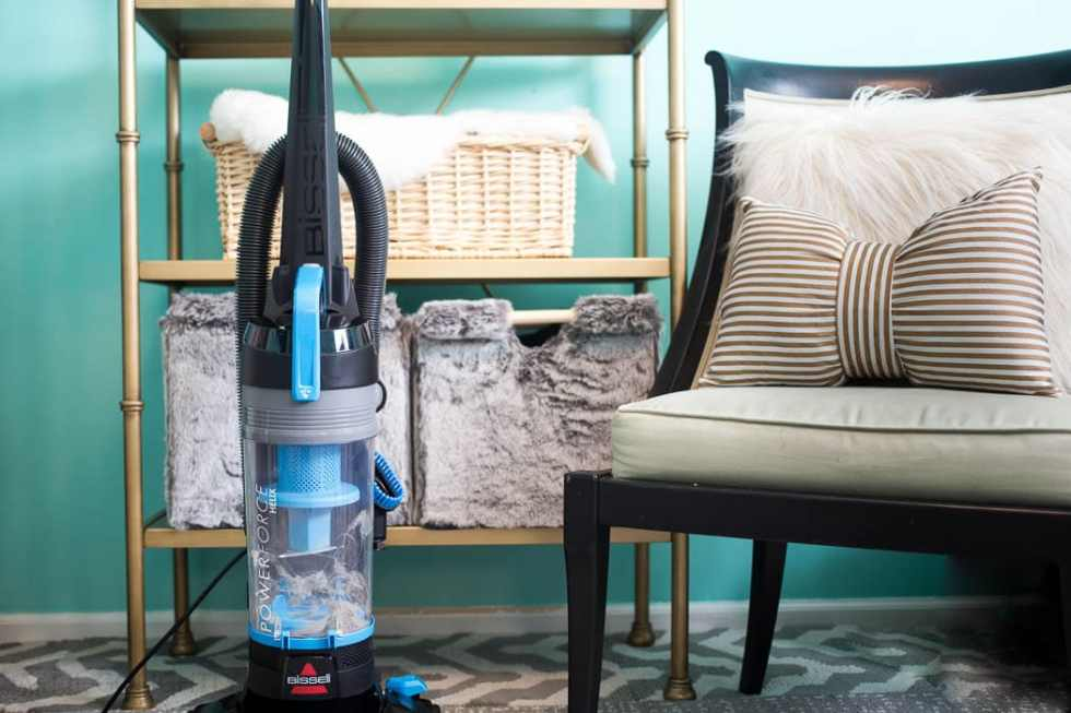 Perfect 2 Story House Vacuum – BISSELL PowerForce Helix Bagless Upright Vacuum