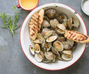 Clams_steamed_with_tarragon_Tableanddish-6340