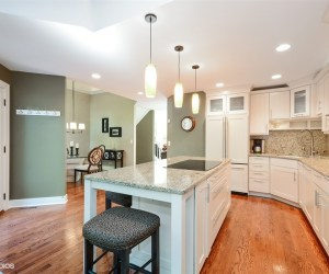 302. Friday Featured Home:  FIVE Things to LOVE about 237 N. Bay Court FOR SALE in Lake Barrington Shores