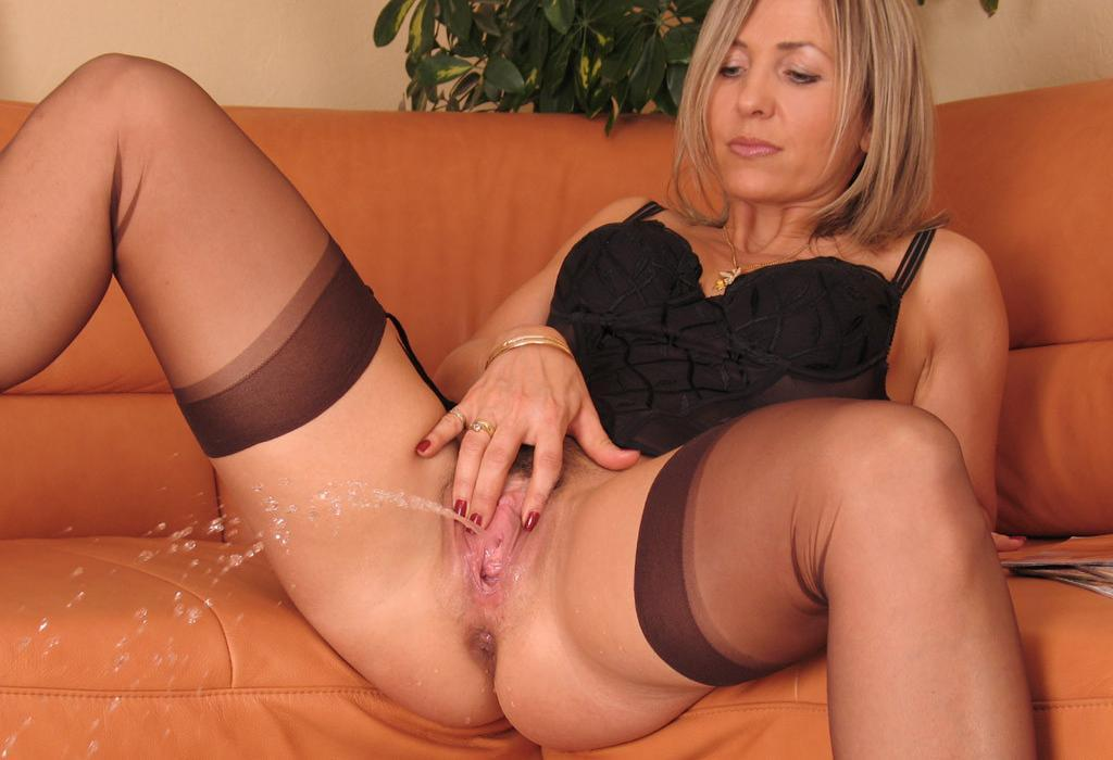 tumblr milf ala stockings nylons - DATAWAV: http://datawav.club/galleries/tumblr-milf-ala-stockings-nylons/