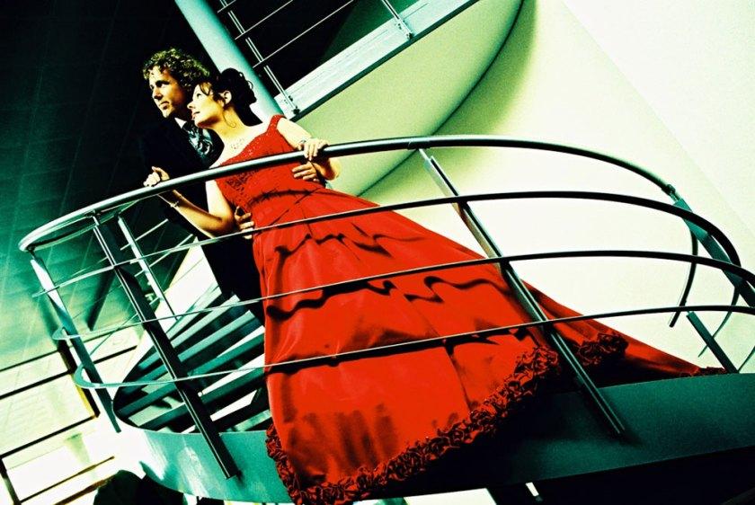 trouwdag rode bruidsjurk
