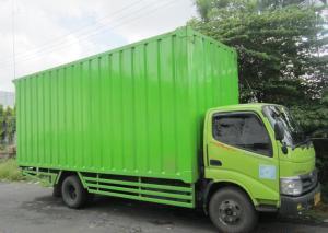 Truk pengiriman barang Tiga Permata Logistik