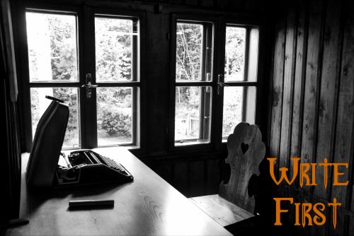liakeyes:W.H. Auden's desk