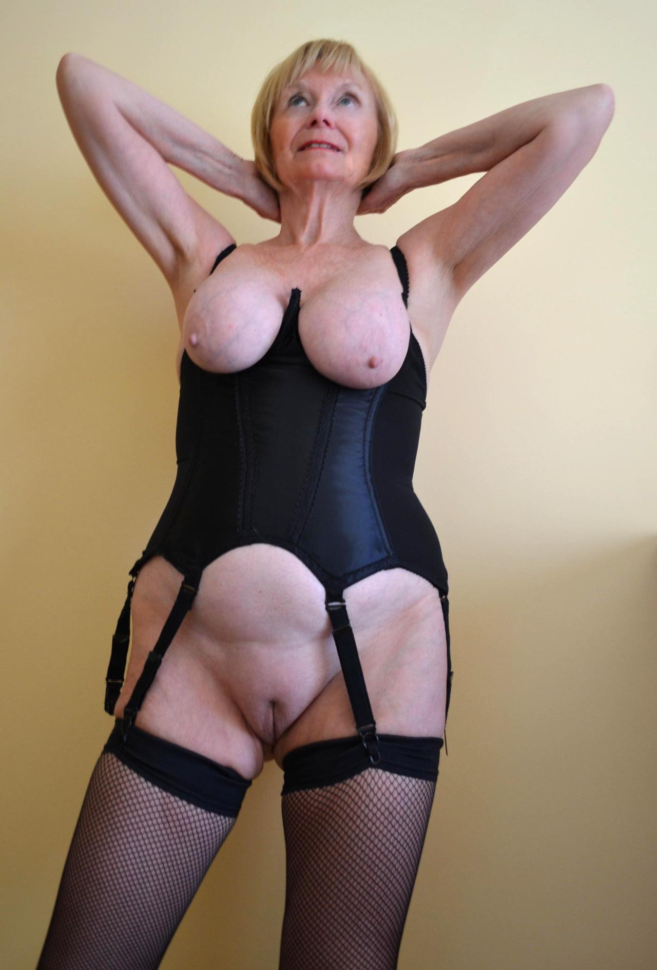 nude girls sweaty pics