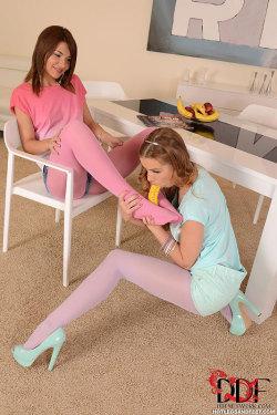 girl feet soles butt