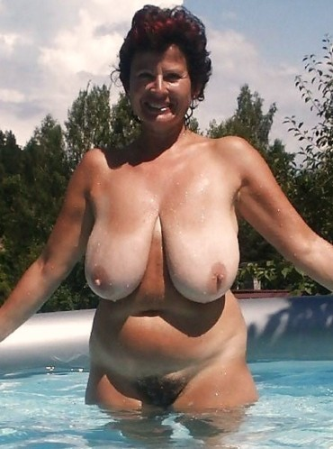 old lady saggy tits
