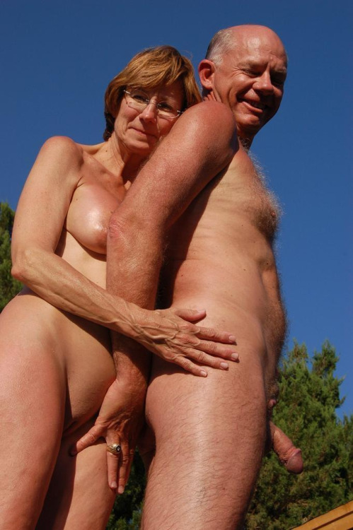 image Show elderly couples posing naked together