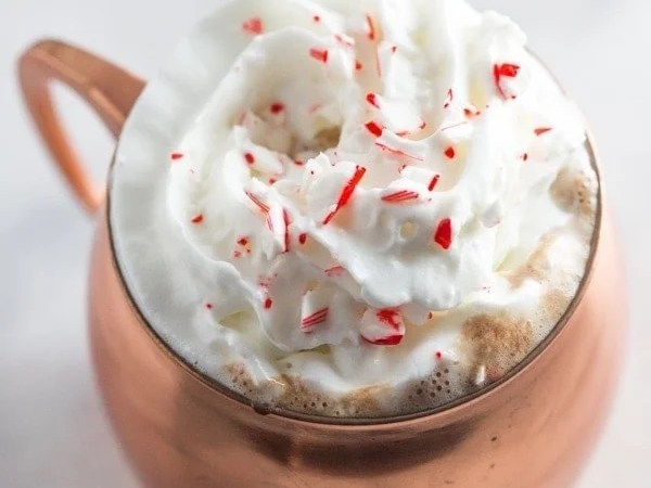 Spiked peppermint hot chocolate. So rich and creamy with the perfect peppermint kick.. truly a merry Christmas! // 40 Aprons