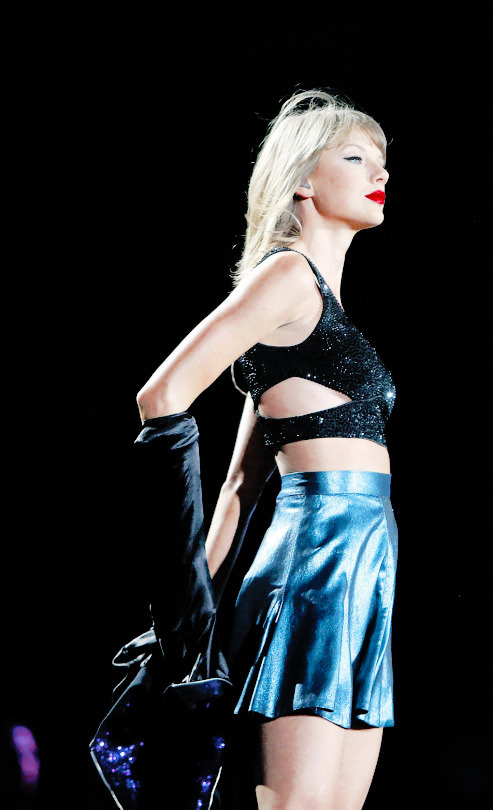 Taylor looking hot as always in The 1989 Tour Seattle