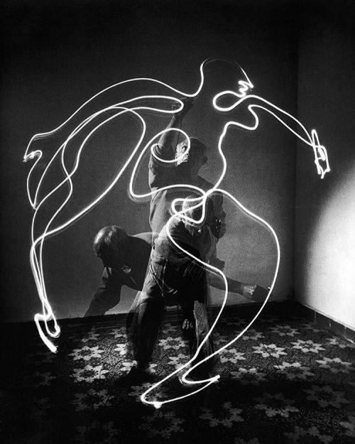 life:Pablo Picasso painting with light - 1949. (Gjon Mili—The LIFE Picture Collection/Getty Images) #TBT #LIFElegends