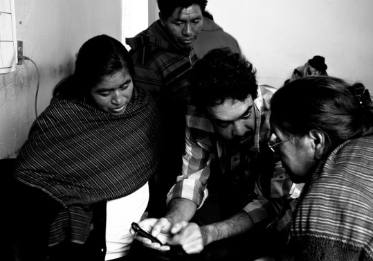 Leaders from the community of Tlahuitoltepec Mixe, Oaxaca meet with Peter Bloom about his autonomous telecommunications project