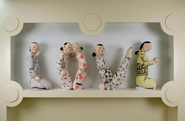 Akio Takamori, LOVE, Ceramic, 2008, Public Art Collection at Harborview Medical Center © Peter de Lory