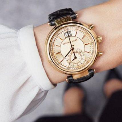彼シャツ原理で色っぽさUP♡メンズアイテムの着こなし② 文字盤の大きな腕時計
