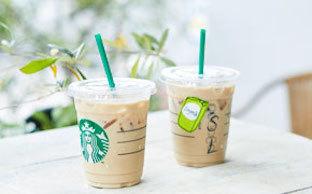 海外のStarbucks Coffeeでは、カップに名前を書いてくれるサービスも♡
