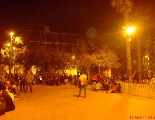 més de 300 persones muntaen una assemblea a la plaça de Verdum