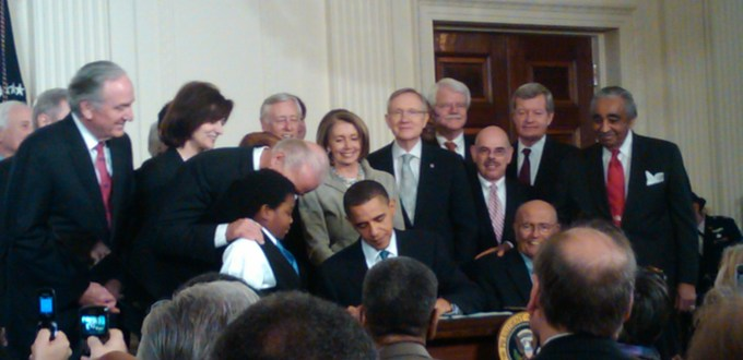 Obama_signing_health_care-20100323