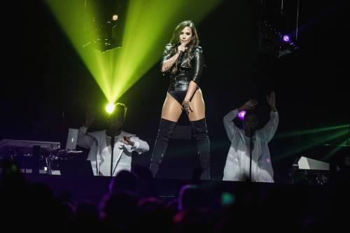 dlovato-news: September 17: Demi Lovato perfoming at The Forum