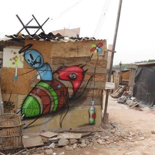 """streetartglobal:""""Favela"""" by @feik_frasao#globalstreetart #brazil #favela #insect #feikhttp://globalstreetart.com/feik https://www.instagram.com/p/BKh8jHIjtUY/"""