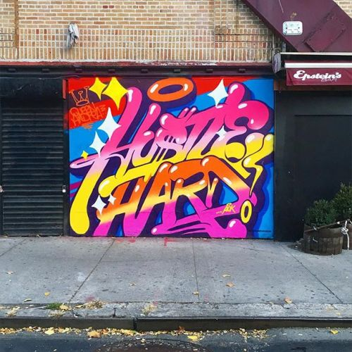 bizarrebeyondbelief:New mural in New York City by graffiti artist & designer Queen Andrea.More here: http://wp.me/p2dpFM-3vD