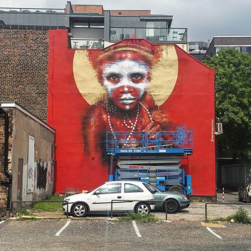 streetartglobal:  New piece just finished by @dale_grimshaw @citiesofhope Festival in Manchester / Photo by @D7606 (http://globalstreetart.com/dale-grimshaw) https://www.instagram.com/p/BF6bt8JAEMB/