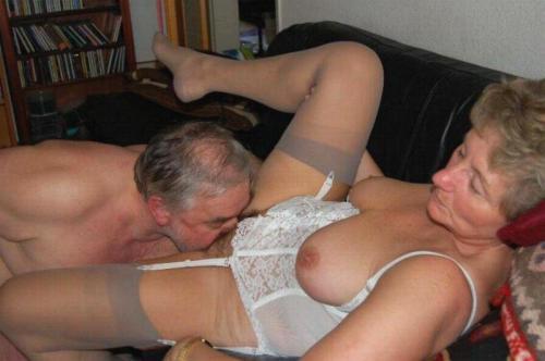 mature housewife nude