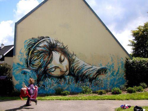 streetartglobal:  By @alicepasquini (globalstreetart.com/alice-pasquini) #globalstreetart #urbanwalls #streetart #paintedcities https://www.instagram.com/p/BFtD7wZAEAG/