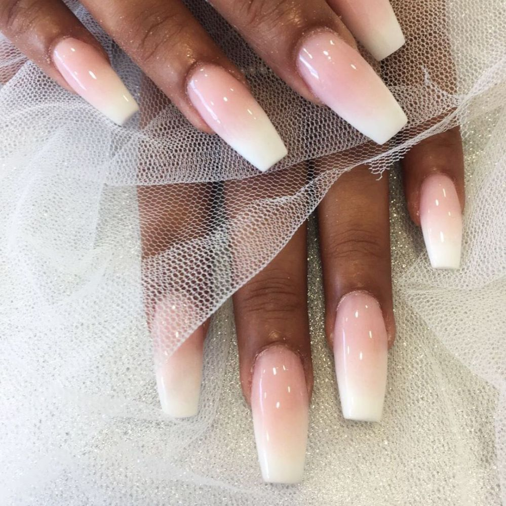 Pink & whites perfect for bridal chic 👰💒