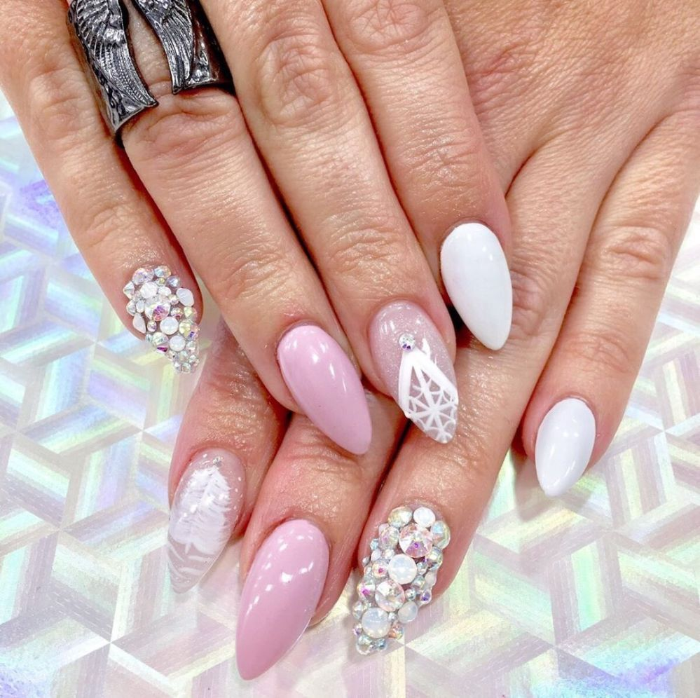 @tonya_pepe SLEIGHING with all the crystals💎💅
