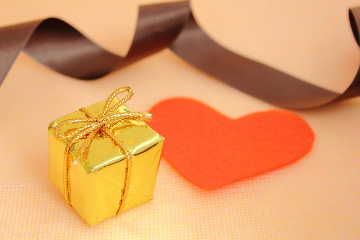 1313_heart_box_ribbon2