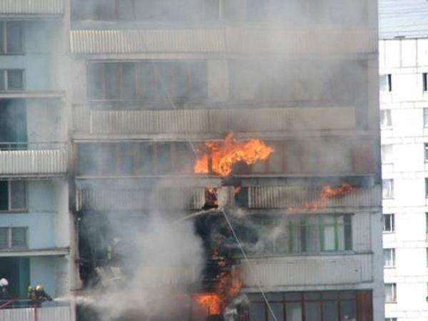 В центре Петербурга произошло возгорание жилого дома