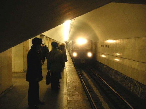 В московском метро состав сбил человека
