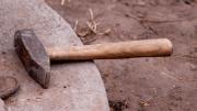 В Смоленской области мужчина избил соседа молотком, нанеся ему тяжелые травмы
