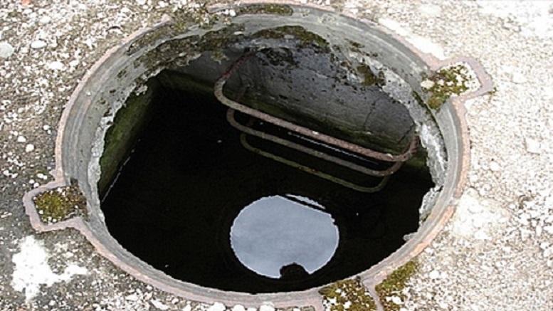 В Москве двое подростков упали в коммункикационный люк, который был заполнен горячей водой