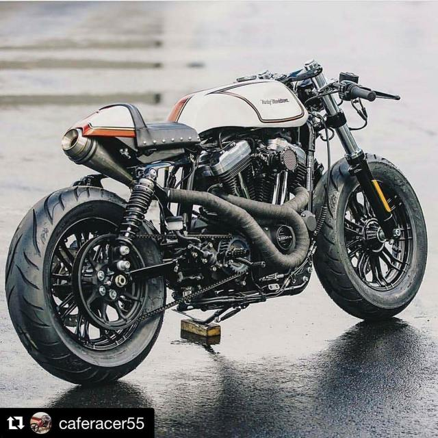 Harley Cafe Racer looks so nasty! Courtesy of zadigmotorcycles Reposthellip