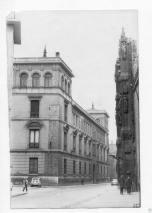Las estrechas aceras. Foto del Archivo Municipal de Valladolid