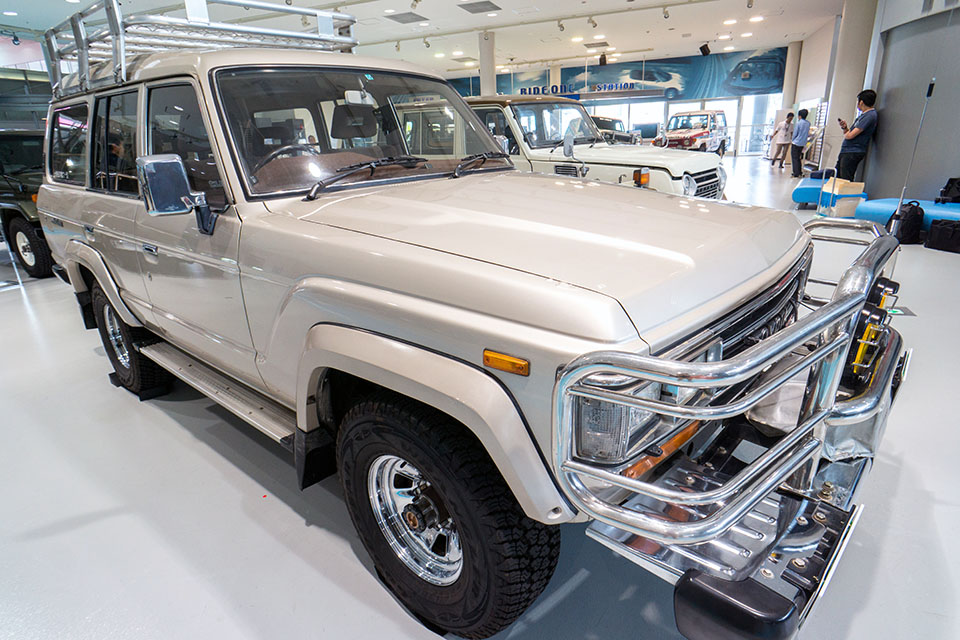 Land Cruiser Motor Show in Tokyo celebrates Japanese re-release of 70-Series - Toyota Land Cruiser FJ62 24
