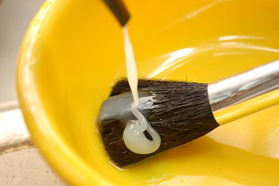 550px-Wash-Makeup-Brushes-Step-2