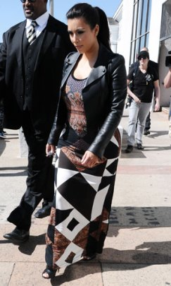 pregnant-kim-kardashian-maxi-dress-2