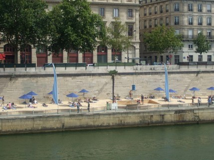 800px-The_Paris_Plage_2,_August_4,_2012