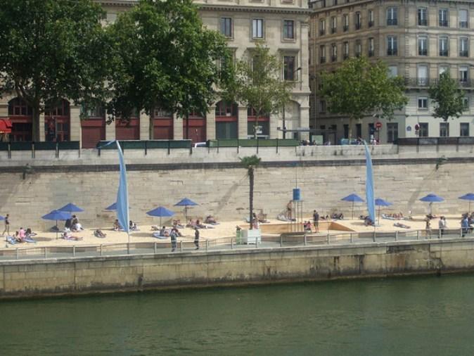 800px-The_Paris_Plage_2,_August_4,_2012