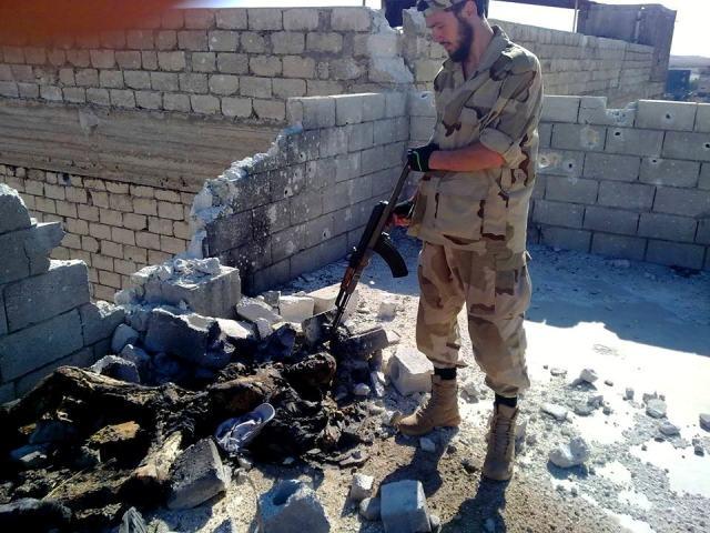 pored-ubijenog-vojnika-Sirije