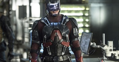 """Arrow -- """"Lost Souls"""" -- Image AR406A_0248b.jpg -- Pictured: Brandon Routh as Atom -- Photo: Cate Cameron/ The CW -- © 2015 The CW Network, LLC. All Rights Reserved."""