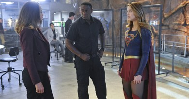 """""""Strange Visitor From Another Planet"""" -- Kara (Melissa Benoist, right) must help Hank (David Harewood, center) face his painful past when a White Martian, a member of the alien race that wiped out his people, kidnaps Senator Miranda (Tawny Cypress, left) Crane, an anti-alien politician, on SUPERGIRL, Monday, Jan. 25 (8:00-9:00 PM, ET/PT) on the CBS Television Network. Also pictured: Chyler Leigh (left) Photo: Darren Michaels/Warner Bros. Entertainment Inc. © 2015 WBEI. All rights reserved."""