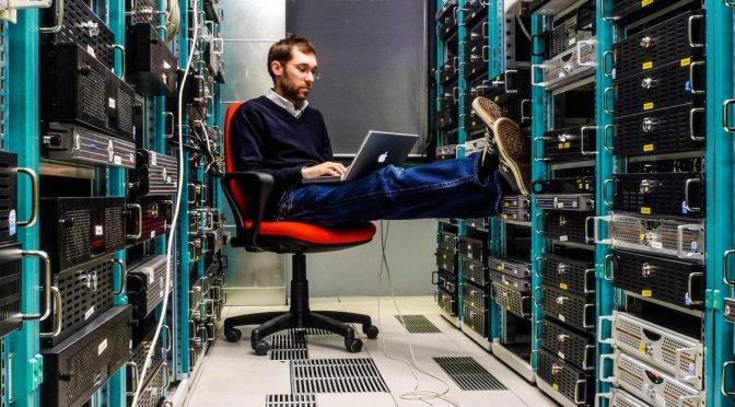 Leonardo-Rizzi-Data-Centre-Server-Racks-Work-Exaple-Engineer-operator-Apple-iMac-Macbook-Mac-Operations-Photo-Center_edited