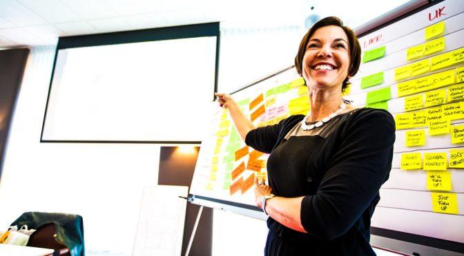 Sebastiaan-ter-Burg-itsm-itil-csi-woman-presenting-whiteboard-chart-board-brighttalk-hp-bmc-ibm_edited